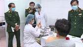 Một số tình nguyện viên tiêm vaccine Nano Covax bị sốt nhẹ