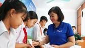 Báo Phụ nữ TPHCM trao 100 học bổng cho học sinh nghèo ở Tây Ninh
