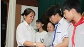 Tặng học bổng và quà tết cho học sinh, sinh viên TPHCM