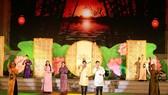 """Điệu Liên vọng thức """"Tình người phương Nam"""" dưới sự trình bày của nhóm nghệ sĩ: Hồng Bảo Ngọc, Thành Tây, Trần Nhựt Đức và Hàn Ni. Ảnh: TTXVN"""