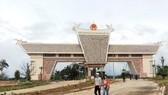 Quốc môn được xây dựng tại cửa khẩu quốc tế Nam Giang - Đắc Tà Oọc. Ảnh: Báo Quảng Nam