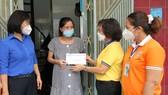 Trao hỗ trợ thai phụ khó khăn tại quận 6, TPHCM