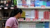 Thói quen hút thuốc của gần một nửa nam giới và 9% phụ nữ Philippines gây thiệt hại cho nền kinh tế nước này gần 4 tỷ USD mỗi năm. Ảnh: INQUIRER