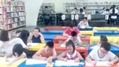 Trẻ đọc sách tại Phòng đọc Thanh thiếu niên của Thư viện Khoa học tổng hợp TPHCM                                                                                                                                 Ảnh: NGỌC DIỆP