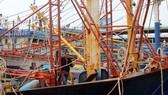 Tàu cá vỏ thép tại Bình Định hư hỏng phải nằm bờ