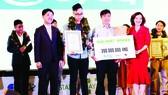 Nguyễn Đắc Phúc giành giải nhất Startup Wheel 2017