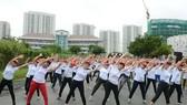 Các đại biểu tham gia thể dục đồng diễn