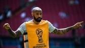 Đồng đội cũ lo lắng cho Thierry Henry