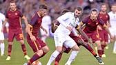AS Roma đổ bê tông để ngăn cản Karim benzema.