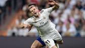 Gareth Bale chấn thương sau một pha phạm lỗi của Atletico.