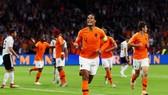 Virgil van Dijk ăn mừng bàn thắng trận gặp tuyển Đức.