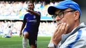 Maurizio Sarri không quyết giữ Hazard như trước.