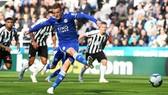 Jamie Vardy ghi bàn vào lưới Newcastle