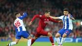 Roberto Firmino vượt qua hàng thủ Porto