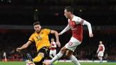 Mesut Oezil saẽ tỏa sáng trước những đối thủ giàu kỹ thuật như Wolves