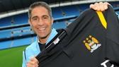 Cựu sao Man City làm tân HLV trưởng Lyon