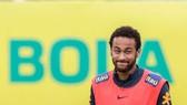 Neymar trở thành cẩu thủ trẻ nhất khoác áo Brazil 100 lần