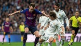 Barca và Real Madrid từ chối dời Siêu kinh điển từ Camp Nou sang Bernabeu