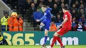 Lamie Vardy ghi bàn vào lưới Liverpool.