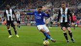 Đè bẹp Newcastle, Leicester vững ngôi nhì bảng