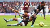 ASton Villa sụp đổ trước Leicester City