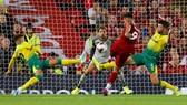 Roberto Firmino tung lưới Norwich ở lượt đi.