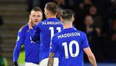 """Premier League sắp """"vỡ trận"""": Leicester City cách ly 3 cầu thủ có triệu chứng Covid-19"""