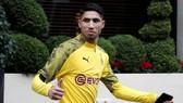 Achraf Hakimi vẫn thuộc biên chế của Borussia Dortmund.