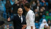 Muốn giữ Mbappe, PSG sẽ phải tuyển mộ… Zidane