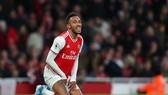 Vì sao Aubameyang nên ở lại Arsenal hơn là sang Man United