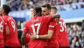 Fred và Brunio Fernandez mừng bàn thắng