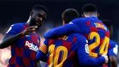 Premier League xâu xé đội hình Barcelona