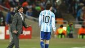 Diego Maradona và Lionel Messi
