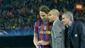 Jose Mourinho đến sau lưng khi Pep đang chỉ đạo Ibrahimovic
