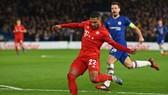 Gnabry (Bayern) ghi 2 bàn trong trận lượt đi