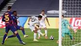 Philippe Coutinho ghi bàn vảo lưới CLB chủ quản Barcelona.