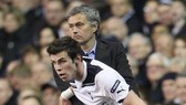 Jose Mourinho và Harry Kane