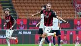 Zlatan Ibrahimovic ăn mừng bàn thắng