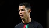Ronaldo dương tính với Covid-19, bỏ lỡ trận gặp Messi ở Champions League