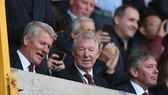 Sir Alex Ferguson (giữa) vẫn là một nhà chuyên môn sắc sảo