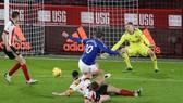 Gylfi Sigurdsson ghi bàn thắng quyết định cho Everton