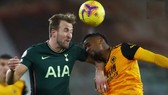 Harry Kane uy hier61p khung thành Wolves