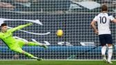 Harry Kane ghi bàn mở tỷ số