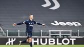 Ronaldo tiếp tục ghi bàn giúp Juve vào tốp 4