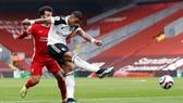 Mario Lemina đoạt bóng của Salah d9e363 ghi bàn thắng duy nhất ở Anfield