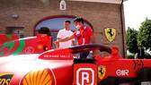 Ronaldo đến thăm trụ sở của Ferrari