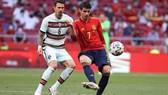 Alvaro Morata và tuyển Tây Ban Nha bị la ó