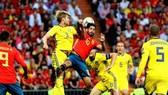 Thụy Điển dùng những cầu thủ cao 1m90 d89e63 uy hiếp khung thành Tây Ban Nha