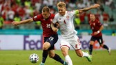 Trung vệ Simon Kjear giúp Đan Mạch thẳng tiến vào bán kết