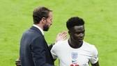 HLV Gareth Southgate và tiền vệ Saka